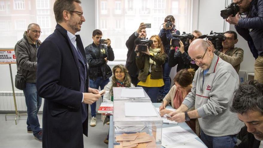 Maroto, este domingo votando en Vitoria