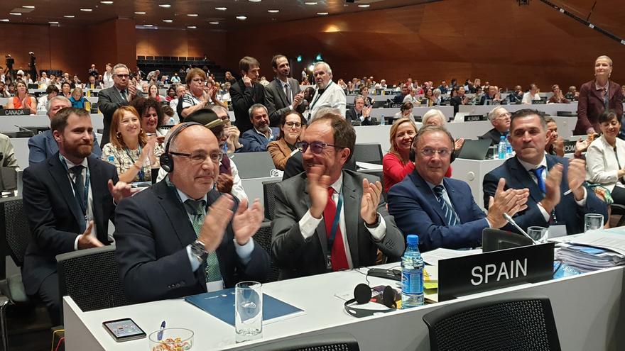 Antonio Morales, presidente del Cabildo de Gran Canaria (a la izquierda), en el momento en que Risco Caído ha sido aceptado por la Unesco