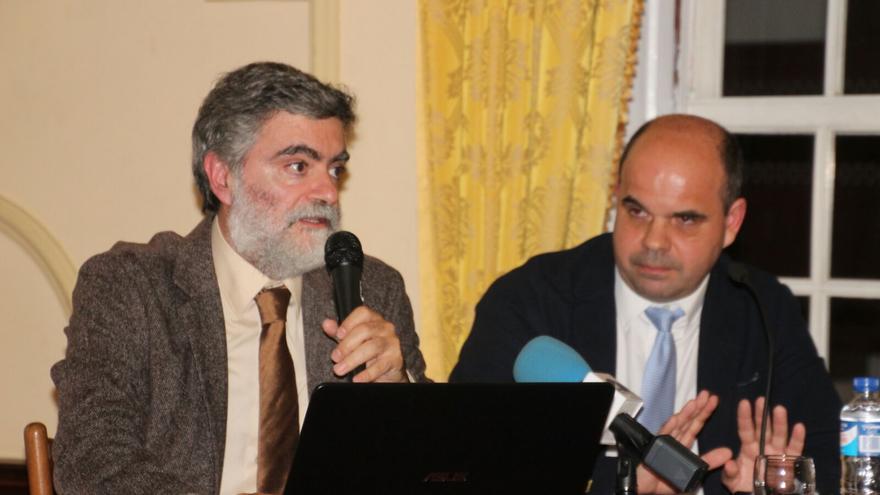 Anelio Rodríguez (i) y Manuel Poggio durante la presentación. Foto: JOSÉ AYUT.