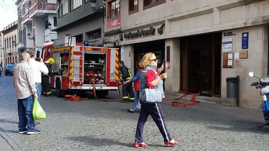 Momento de la intervención de los bomberos.