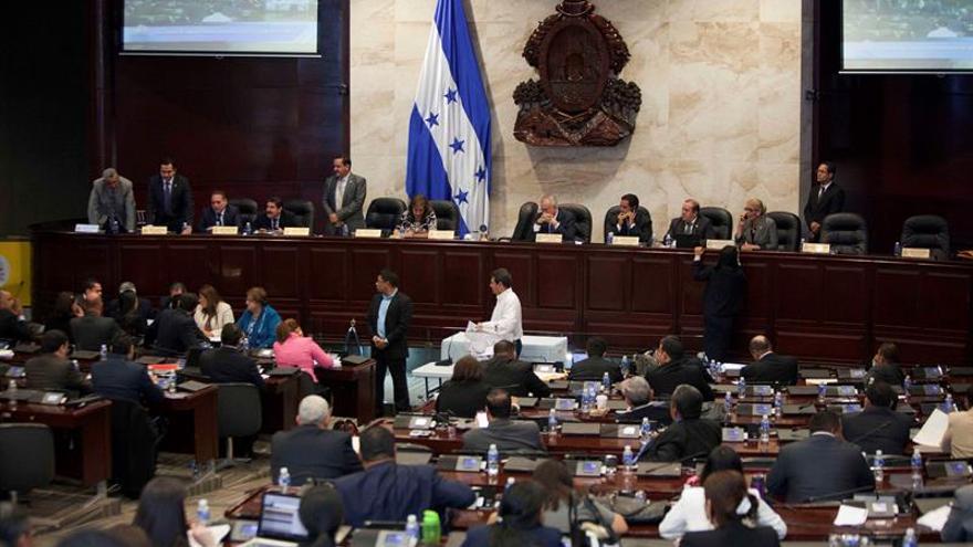 El Parlamento hondureño derogará un artículo sobre el matrimonio con adolescentes