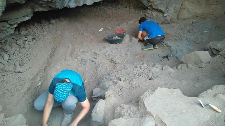 Excavación arqueológica en el barranco de Los Gomeros.