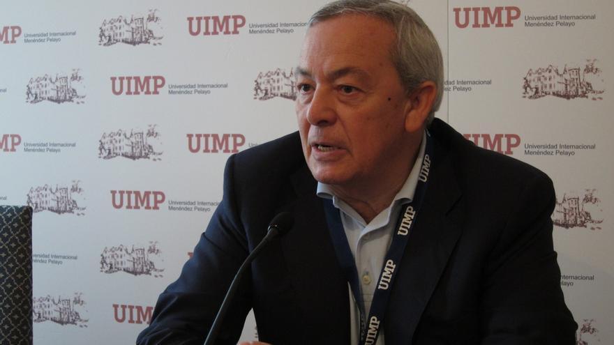 """Carlos Solchaga avisa de que la aplicación del 155 """"aumentará las tensiones"""", pero dice que es la """"única"""" vía"""