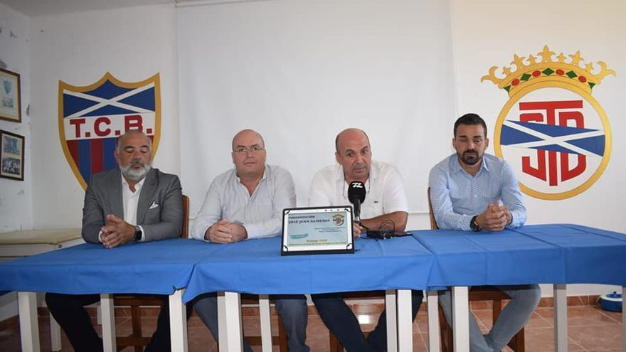 Almeida durante el acto de presentación que tuvo lugar este domingo en la capital palmera