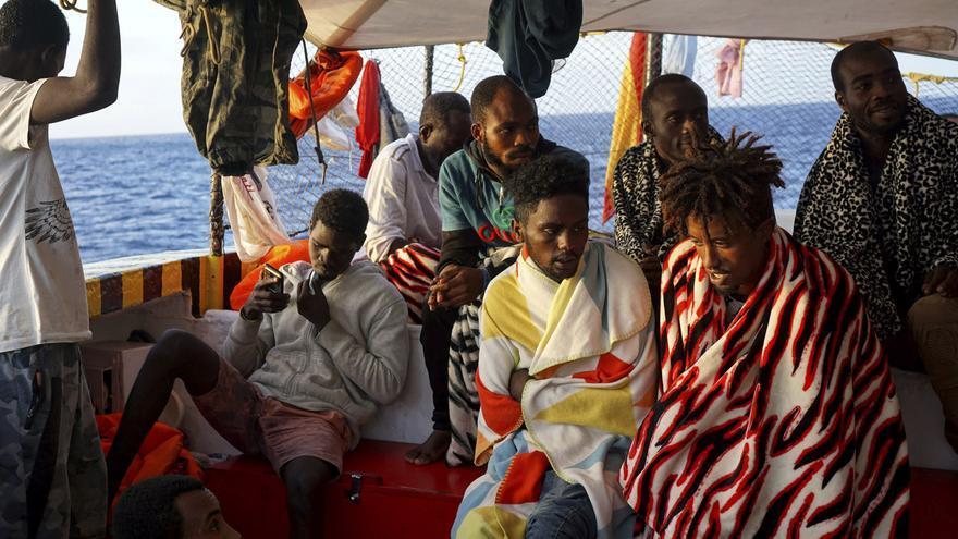 Varias personas rescatadas a bordo del Open Arms.