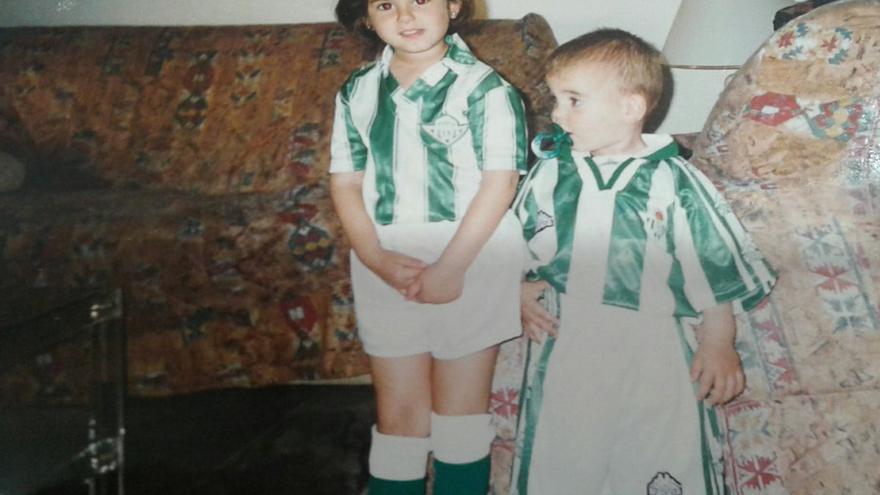 Hiniesta y Mario, los hijos de Paco, crecieron con la equipación del Betis puesta.