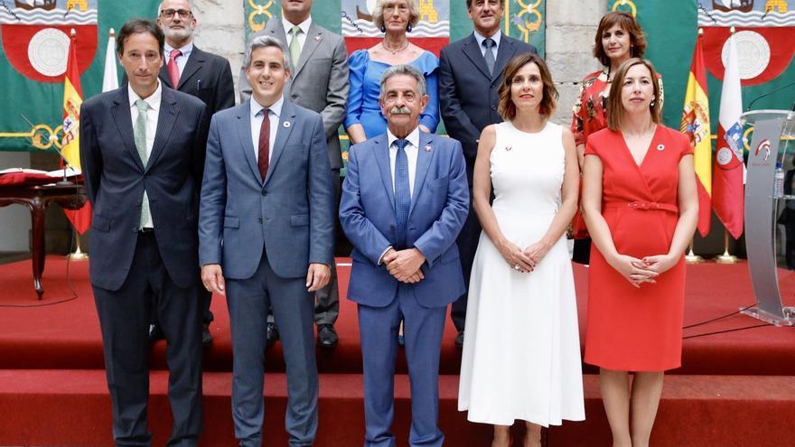 El nuevo Gobierno cántabro tiene 81 altos cargos, 16 más