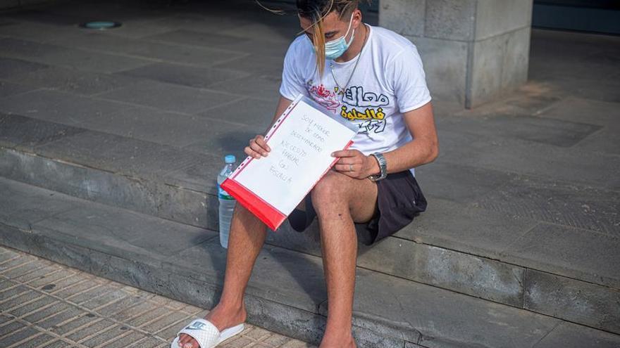 El Defensor del Pueblo interviene y la red de menores ya acoge a Anass, que denunciaba que nadie había leído su partida de nacimiento