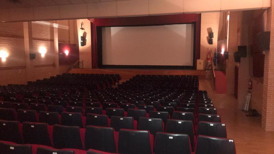 Montaje del cine en el Auditorio Municipal