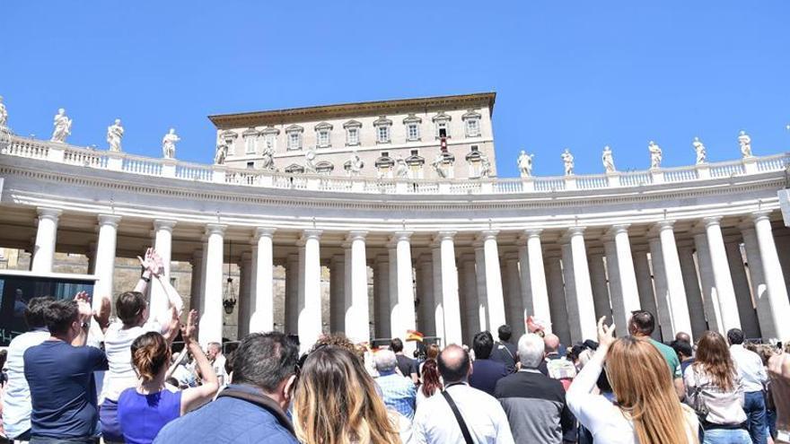 """El Papa pide a los fieles """"gestos de solidaridad y acogida"""" en un mundo atormentado"""