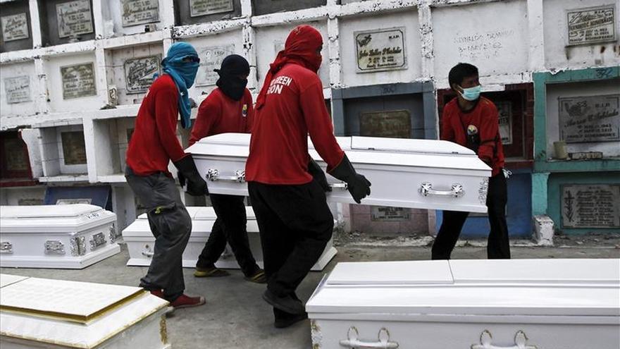 Enterradas la mayoría de las 72 víctimas del incendio en la fábrica de Manila