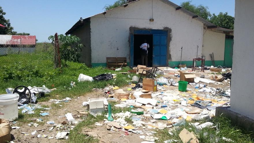 La intensificación de los combates entre el Ejército del Sur de Sudán (SPLA) y la milicia armada David YauYau ha coincidido con la destrucción de las instalaciones médicas, incluyendo el saqueo sistemático del hospital de MSF en la ciudad de Pibor. Fotografía: Vikki Stienen/MSF
