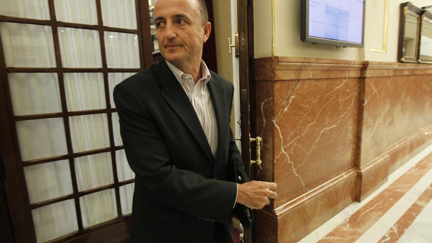 """Miguel Sebastián firma un manifiesto que lamenta el """"viraje"""" del PSOE y le avisa del error de mirar sólo a la izquierda"""