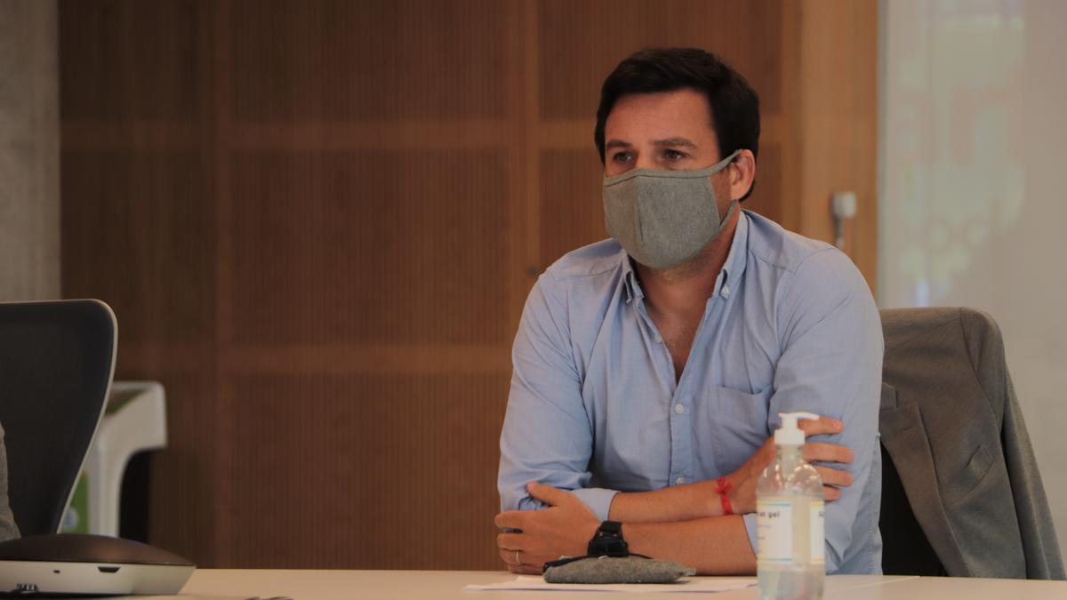 Recibido como arquitecto en la Universidad de Palermo, Álvaro García Resta defiende el proyecto oficial