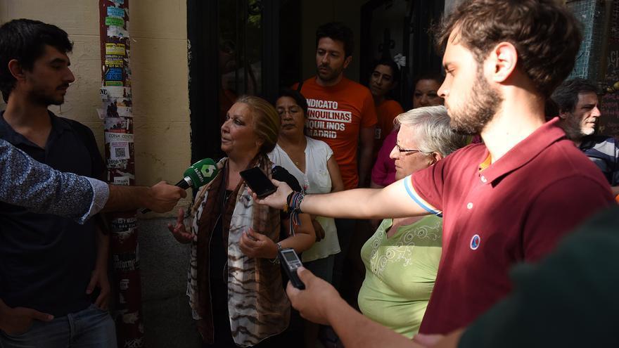 Josefa Santiago la semana pasada durante la rueda de prensa que dieron vecinos y colectivos para dar a conocer los lanzamientos. / Fernando Sánchez