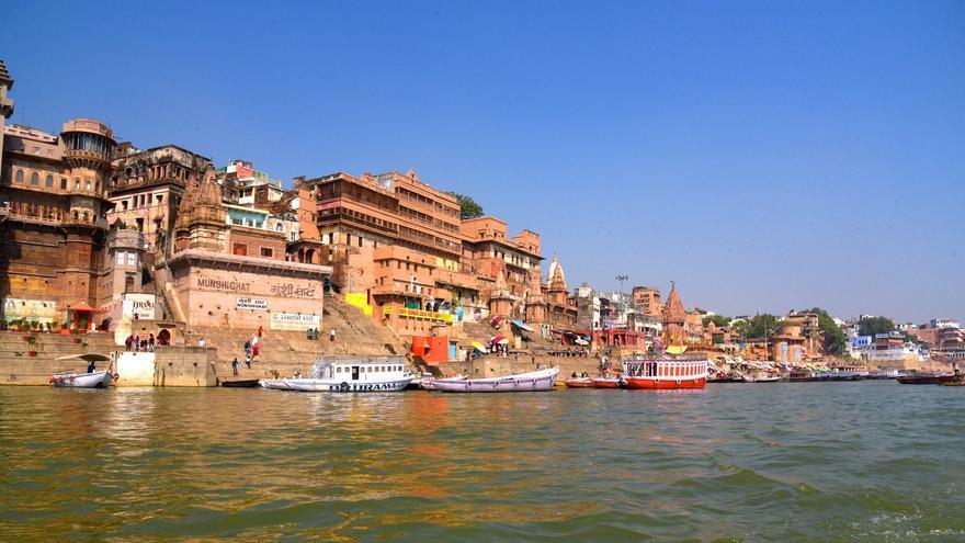 Los Ghats de Varanasi. En las gradas que dan a la orilla del Ganges se desarrolla gran parte de la vida de esta ciudad india. Varanasi Videos