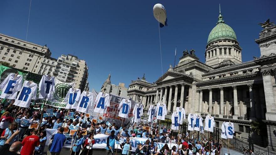 Argentina afronta la primera huelga general contra el Gobierno de Macri