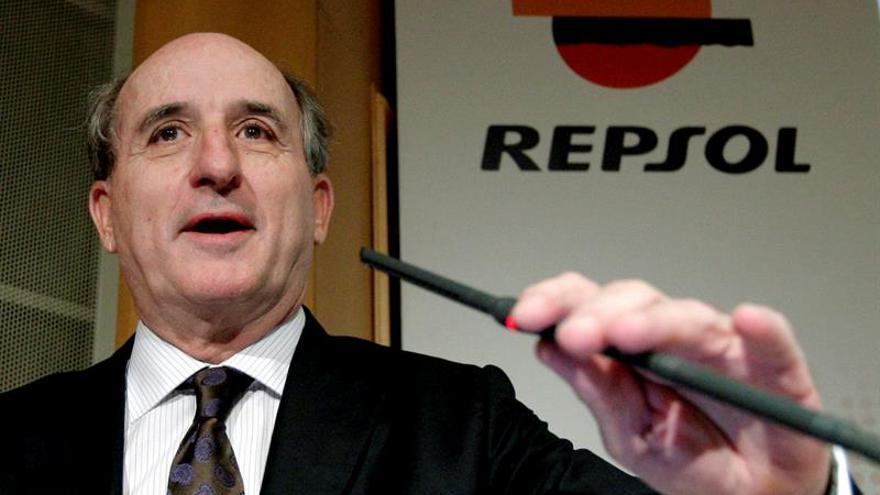 Repsol ganó 1.056 millones de euros en el primer semestre, un 65,3 % más