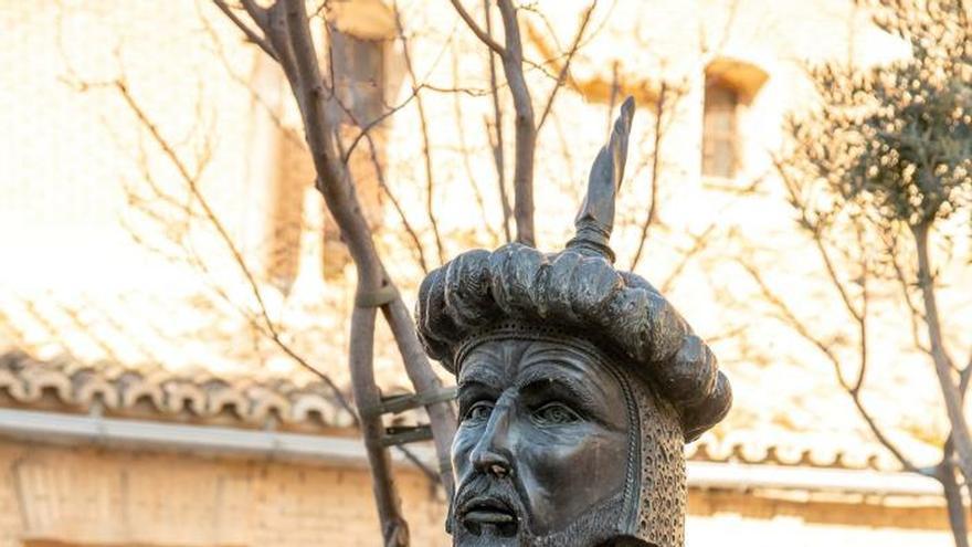 Cadrete atribuye a la voluntad popular retirada de un busto de Abderramán III