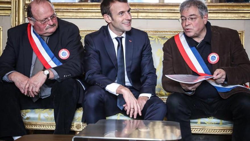 """Macron sufre para convencer con su respuesta a los """"chalecos amarillos"""""""