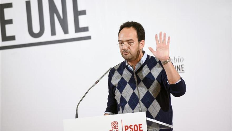 Hernando critica machismo de la nueva política y pide a Rivera sensibilidad