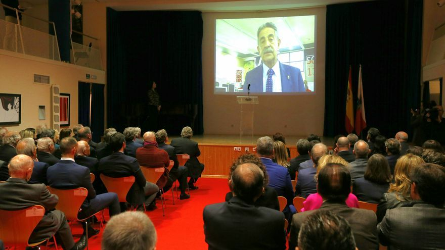 Revilla ha transmitido su mensaje a los asistentes a través de un vídeo grabado.   JOSÉ CAVIA