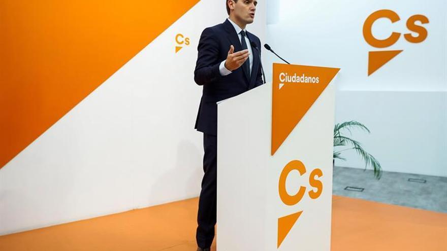 """Rivera reclama la dimisión de Tezanos del CIS tras su """"batacazo"""" en Andalucía"""