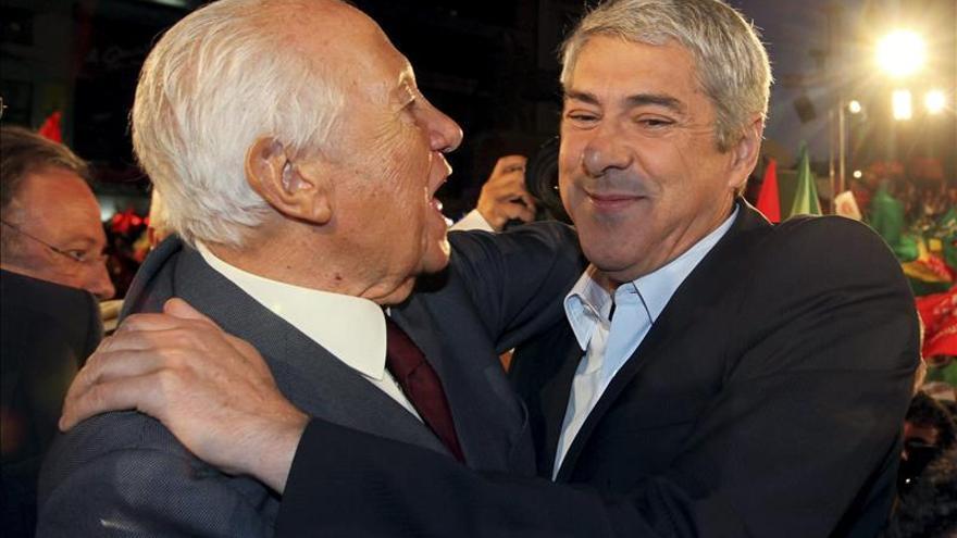 El ex presidente luso, Mário Soares, visita a Sócrates en la cárcel