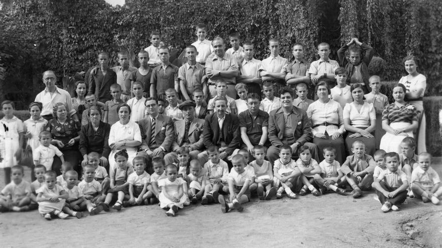 Niños evacuados a las colonias de Caldas de Montbui o Terrasa, probablemente en 1938