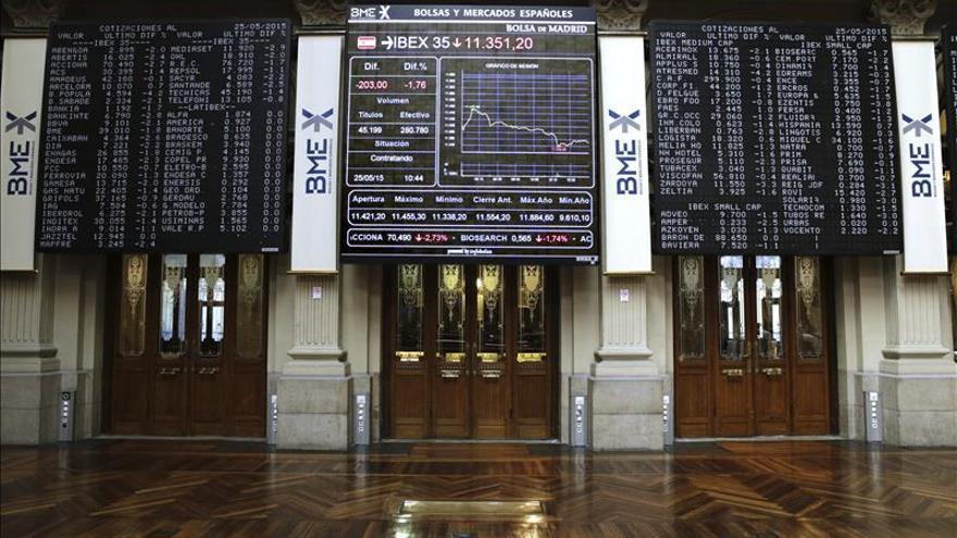 El IBEX 35 sigue en negativo, a la espera de una solución para Grecia