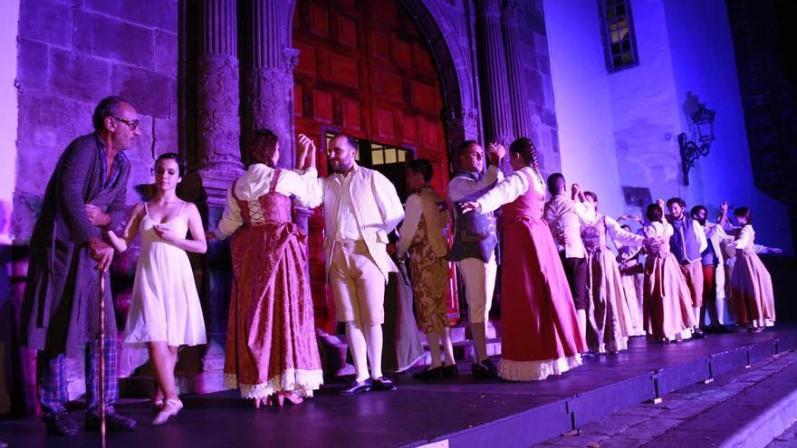 Actuación de las escuelas municipales de Danza Maika Lerín y de Teatro Pilar Rey, con la dirección de José Gordillo y Carlos De León, respectivamente.
