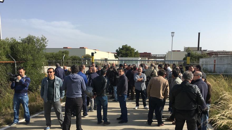 Concentración simbólica de extrabajadores de Delphi por el décimo aniversario del anuncio de cierre