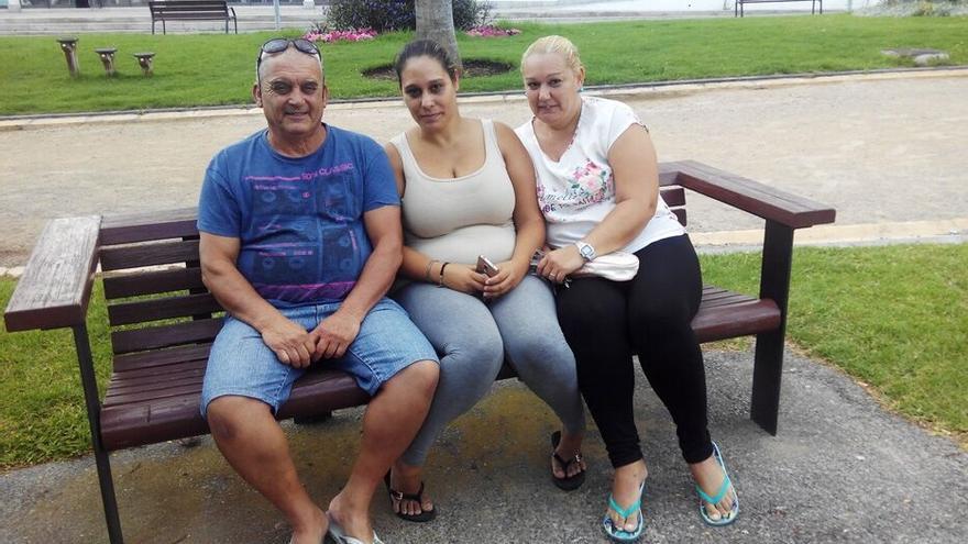 A Francisco, Tatiana y Soraya la vuelta al cole les supone un enorme esfuerzo económico, ya que todos están en situación de desempleo