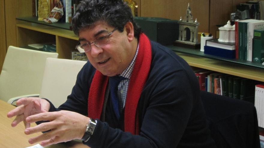 Valderas anuncia que el Gobierno andaluz acudirá al TC si la reforma de la Administración local invade competencias
