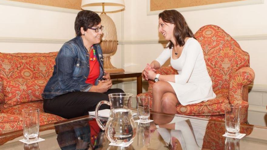 Concha Fernández y Silvia Cameán, concejalas responsables de las rentas municipales en Santiago y A Coruña