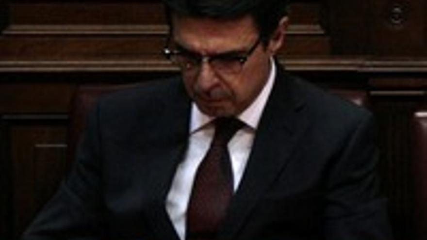 José Manuel Soria, ocupado este martes en el Parlamento.
