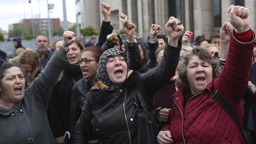 La oposición turca recurre a la Judicatura para impugnar el referéndum