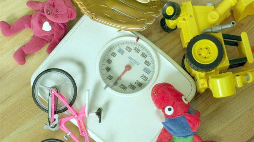 El exceso de peso en niños disminuye del 44,5 % al 41,3 % en los últimos 4 años