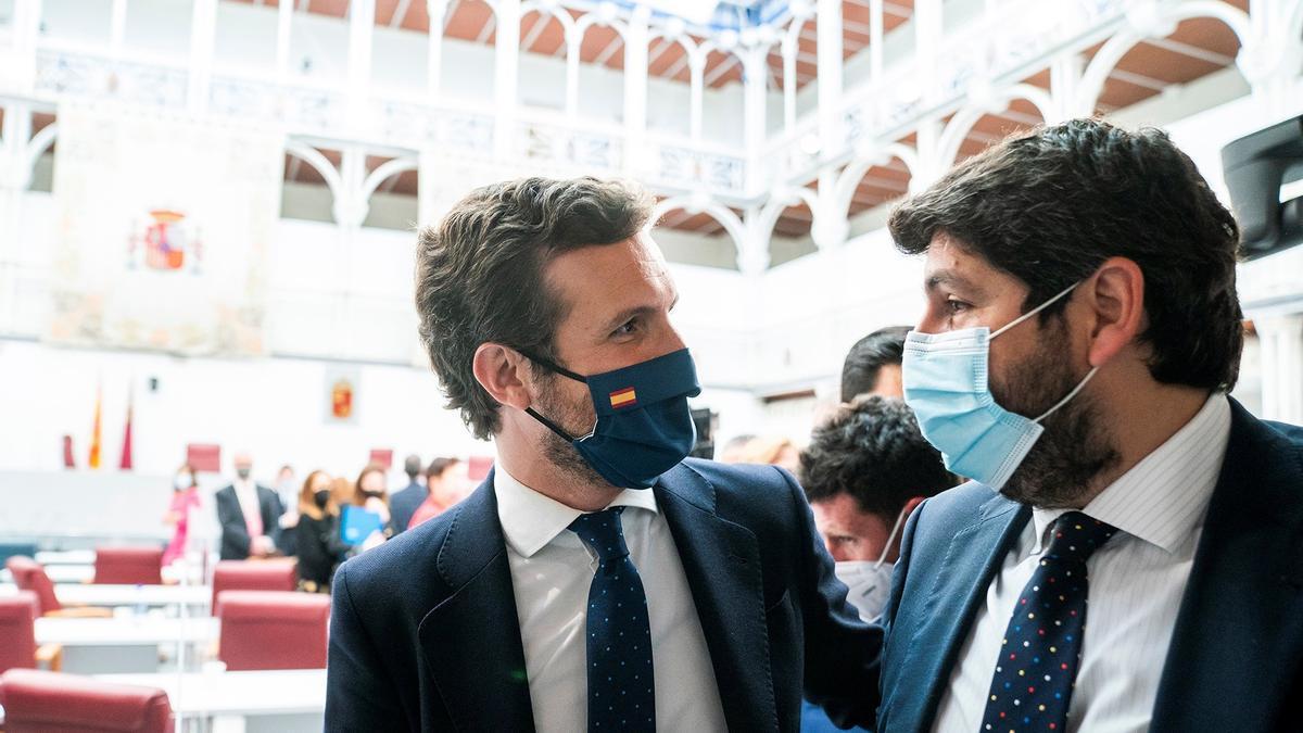 El presidente del PP, Pablo Casado (i), y el presidente de la Región de Murcia, Fernando López Miras. EFE/Partido Popular/David Mudarra