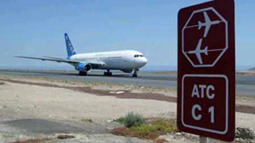 Pista del Aeropuerto de Tenerife Sur. (CANARIAS AHORA)