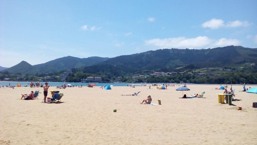 Baño prohibido en la playa vizcaína de Barinatxe y en otras siete se pide precaución