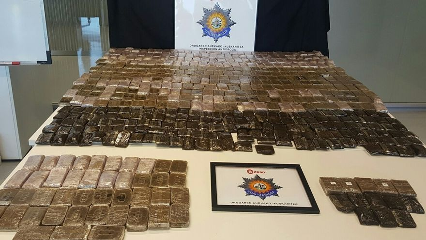 Decomisados en Bilbao 46,5 kilos de hachís y detenido un joven en una operación contra el tráfico de droga