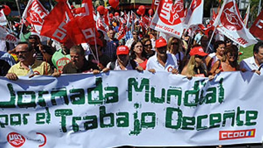 Manifestación de este miércoles por las calles de la capital tinerfeña. (ACFI PRESS)