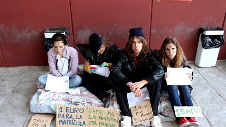 """Estudiantes rechazan el apadrinamiento de universitarios, que creen legitima el """"desmantelamiento"""" de educación pública"""