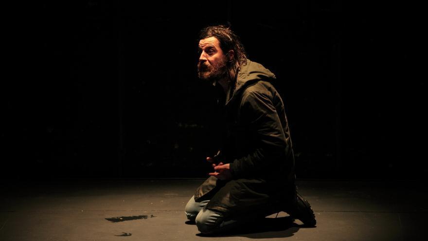 El actor Antonio Aguilar en 'De noche justo antes de los bosques' en el Off de La Latina