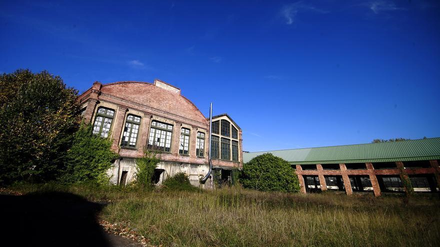 Exterior fábrica de La Vega, Oviedo. FOTO: Pablo Lorenzana