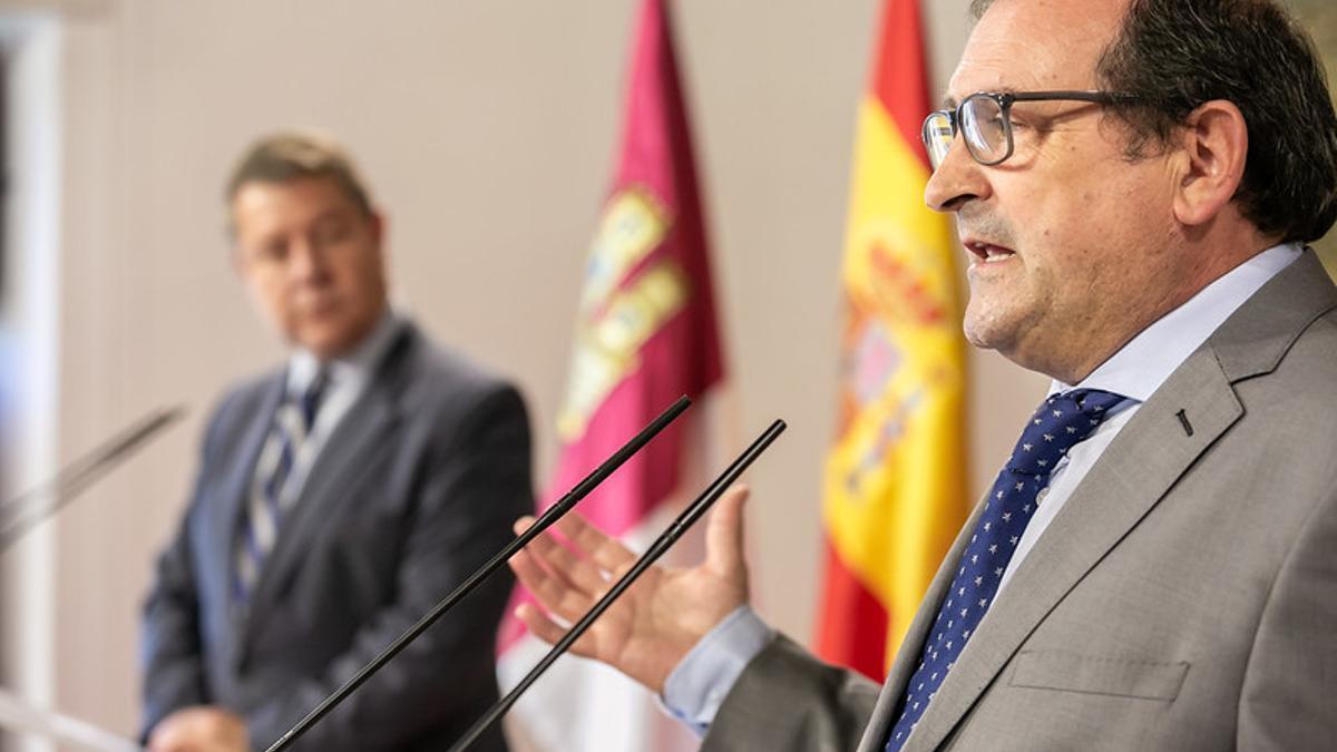 Adolfo Muñiz, alcalde de Puertollano, en una rueda de prensa en el Palacio de Fuensalida