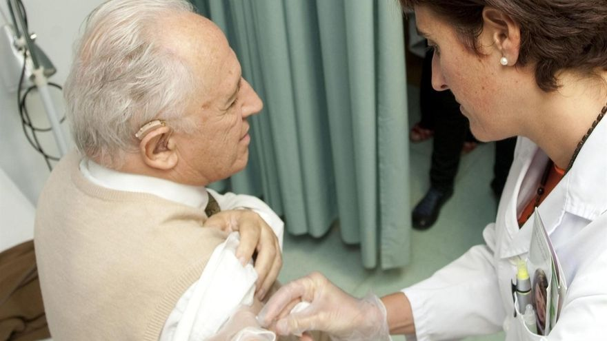 Cerca de 376.000 personas de los grupos de riesgo se han vacunado contra la gripe desde el inicio de la campaña