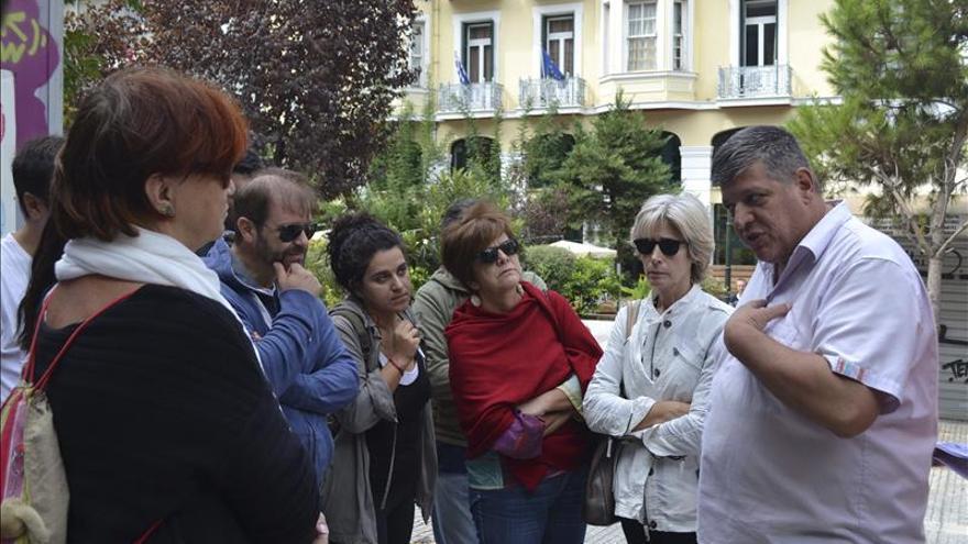 """Rutas turísticas muestran la Atenas de los sin techo, ciudadanos """"invisibles"""""""