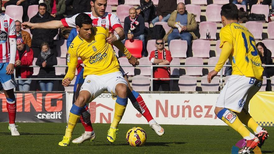 Vicente Gómez en el partido entre el Lugo y la Unión Deportiva Las Palmas. FOTO: LFP.